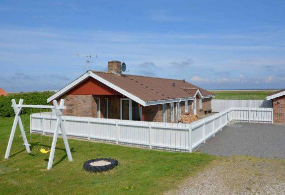 Renoviertes Sommerhaus mit großer Terrasse