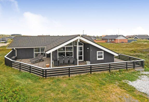 Renoviertes Ferienhaus, nur 150 m bis zum Strand, 2 Hunde