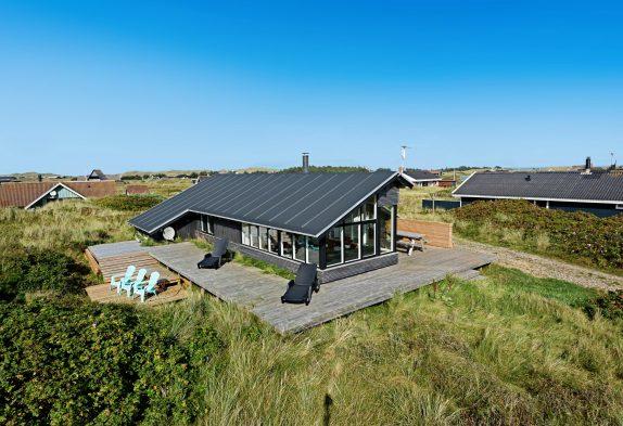 Gemütliches Haus auf einem Natrugrund dicht am Strand