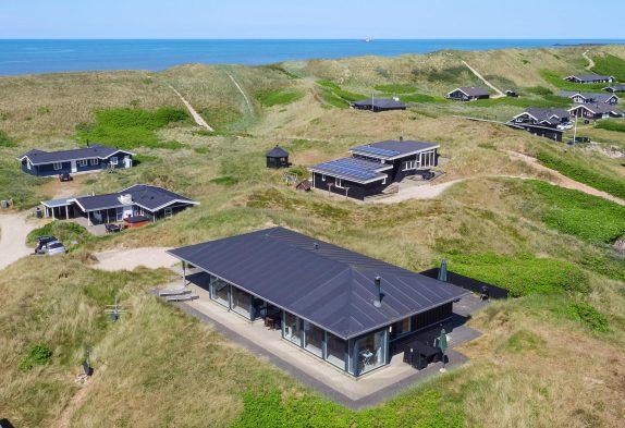 Hoch gelegenes Ferienhaus auf einer Düne mit Fjordblick