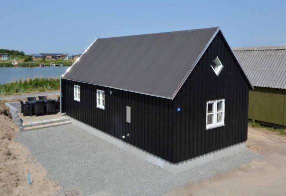 Moderne Hütte mit Aussicht zum Hafen und Fjord