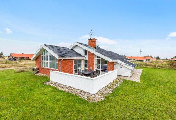 Haus mit Swimmingpool, Wärmepumpe und Terrasse