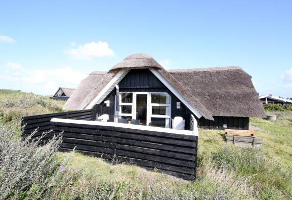 Reetgedecktes, strandnahes Ferienhaus mit Sauna in ruhiger Lage