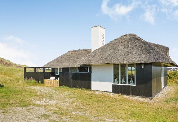 Gemütliches Ferienhaus in Klegod mit Reetdach auf Naturgrundstück