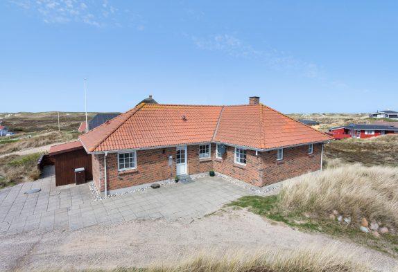 Strandnahes Ferienhaus mit Whirlpool und Sauna in Houvig