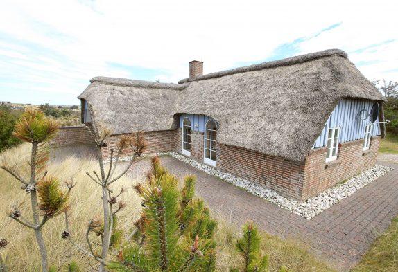 Nordseenahes Haus mit Reetdach