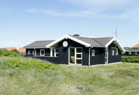 Ferienhaus mit schöner Terrasse dicht an den Dünen