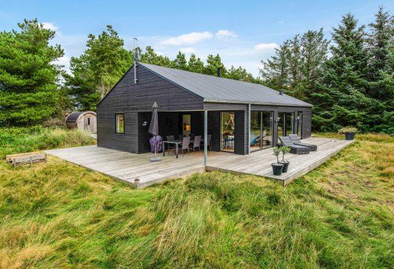 Schönes und modernes Sommerhaus mit Außensauna