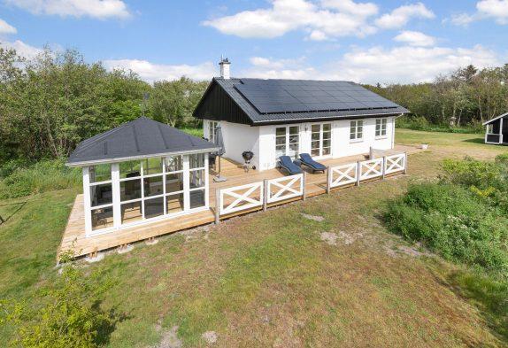 Charmantes und stylisches Sommerhaus mit Pavillon in ruhiger Lage