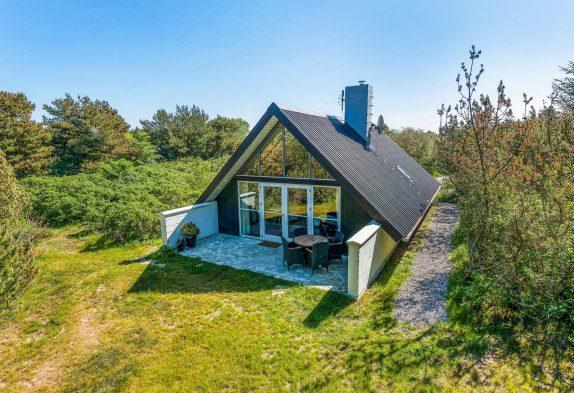 Schönes stilvolles Ferienhaus auf einem ungestörten Naturgrundstück