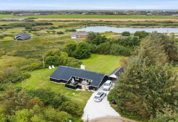 Renoviertes Ferienhaus auf großem Grundstück in ruhiger Lage