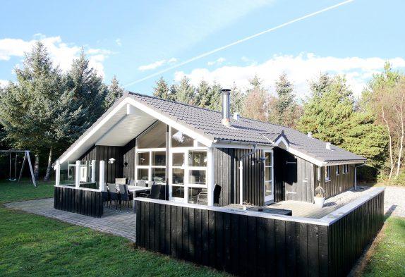 Schönes Ferienhaus mit Whirlpool in ruhiger Lage