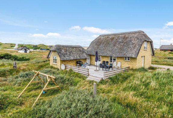 Reetgedecktes Ferienhaus bei Vedersø Klit mit Sauna und Whirlpool