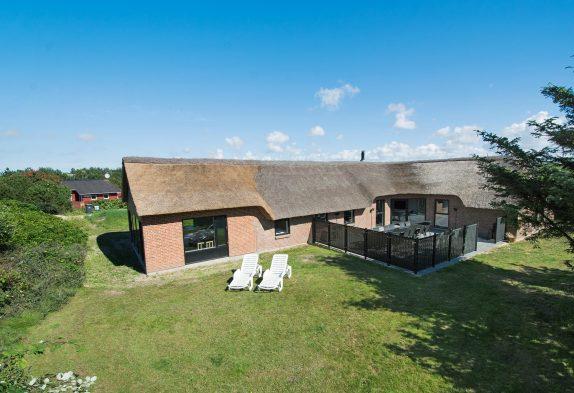 Reetdachhaus mit 16m2 großem Pool und Aktivtätsraum