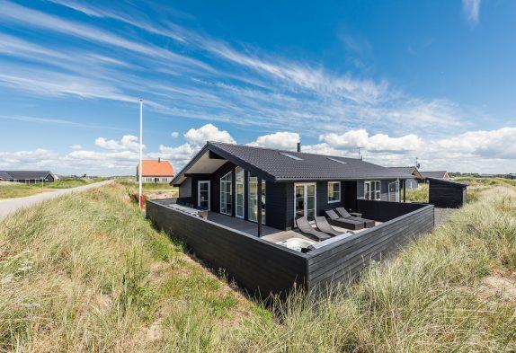 Luxuriöses, strandnahes Ferienhaus mit Außenwhirlpool & Sauna