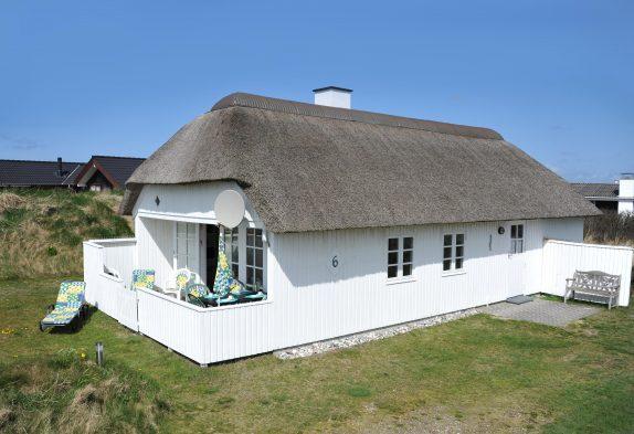 Ferienhaus mit Schaukel und Reetdach, Hund erlaubt