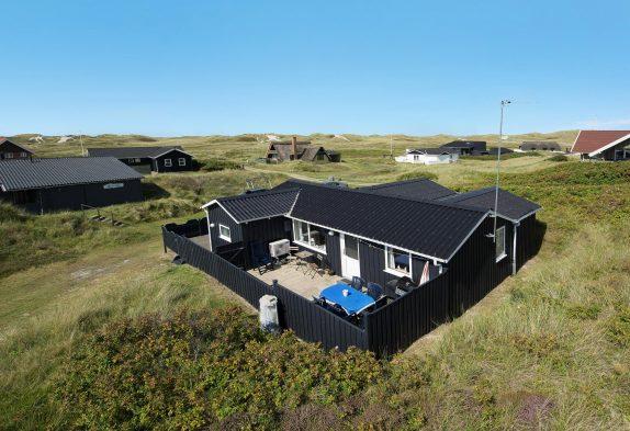 Gemütliches Holzferienhaus nur 200 m vom Strand