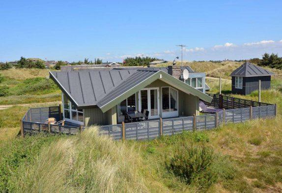 Schönes gepflegtes Ferienhaus dicht am Meer und Strand