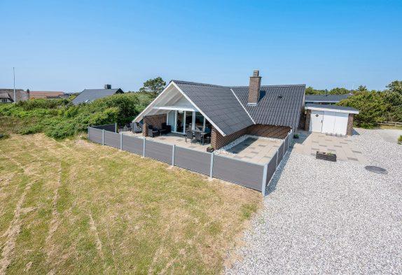 Hyggeligt feriehus med overdækket terrasse og 2 hunde tilladt