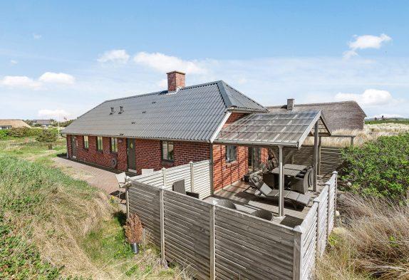 Ferienhaus nur wenige Gehminuten vom Strand als auch dem Zentrum Søndervigs entfernt liegend