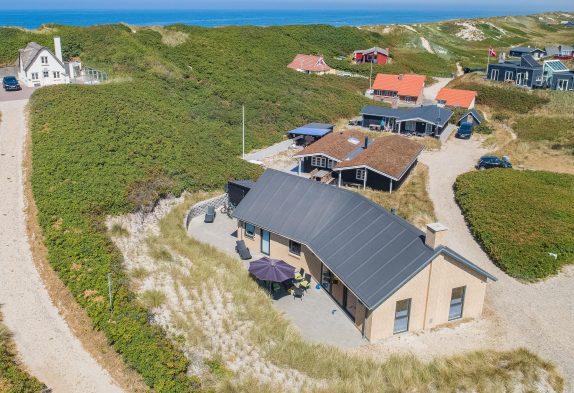 Schönes Ferienhaus auf einem Dünengrundstück direkt am Meer