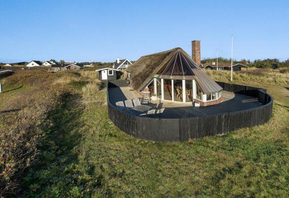 Zentral gelegenes Haus mit Reetdach und Kaminofen