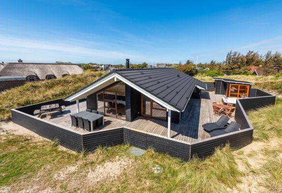 Strandnahes Ferienhaus mit Aussenwhirlpool und Gartensauna