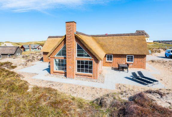 Luxuriöses Ferienhaus mit Sauna und Spa nur 150 Meter zum Strand
