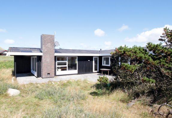 Neurenoviertes Ferienhaus mit schöner, geschlossener Terrasse