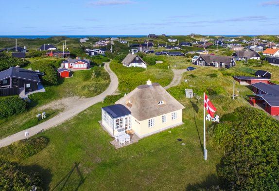 Urgemütliches Reetdachhaus in Strandnähe inSøndervig