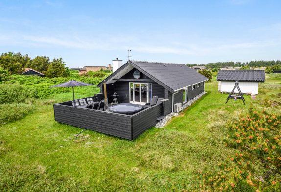 Renoviertes Ferienhaus in Søndervig mit Badetonne